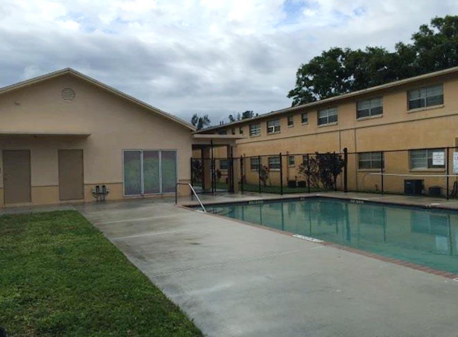 Cordoba Courts pool